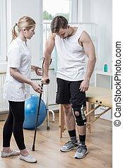 uomo, con, ginocchio, orthosis
