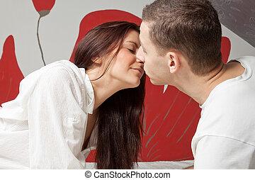uomo donna, baciare, in, il, letto