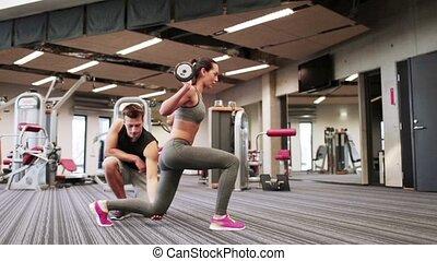 uomo donna, con, barbell, muscoli flettono, in, palestra