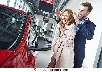 uomo, donna macchina, sorprendente, nuovo
