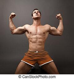 uomo, esposizione, suo, muscoli, come, uno, vincitore