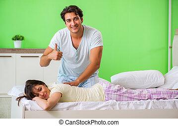 Uomo suo bricolage insieme moglie suo livello moglie insieme bricolage trapano - Far impazzire uomo a letto ...