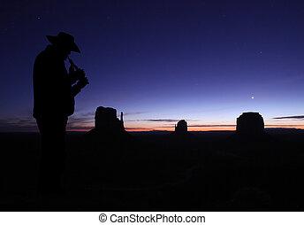 uomo, giocando flauto, in, deserto, a, crepuscolo