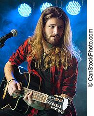 uomo, gioco, chitarra acustica, in, concerto