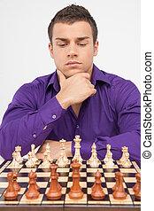 uomo, gioco scacchi esegue, bianco, fondo., pensieroso, giovane, gioco scacchi esegue
