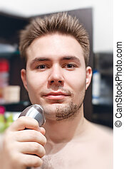 uomo, giovane, rasatura