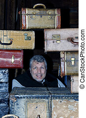 uomo, in, mezzo, di, valigie