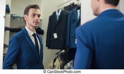 uomo, in, uno, nuovo, completo, a, deposito vestiti