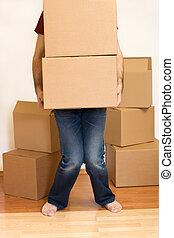 uomo, lotta, con, scatole cartone, -, spostamento, concetto