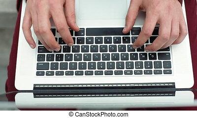 uomo, mani, dattilografia, su, uno, tastiera computer