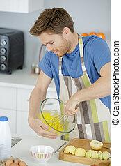 uomo, montare, uovo, in, suo, cucina