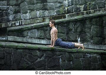 uomo, practing, yoga, outdor
