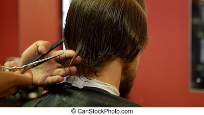 uomo, prendere, suo, capelli, aggiustato, con, scissor, 4k