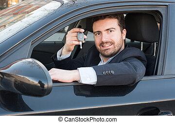uomo, presa a terra, uno, chiave automobile, seduto, in, suo, veicolo
