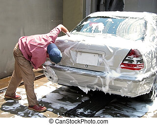 uomo, pulendo macchina