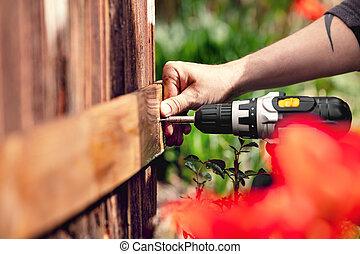 uomo, ripara, uno, asse, a, uno, parete legno
