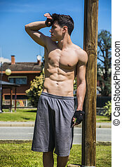 uomo, riposare, allenamento, giovane, esterno, secondo, shirtless