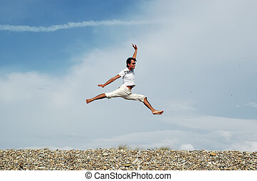 uomo saltando, spiaggia