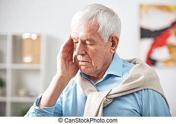 uomo senior, mal di testa