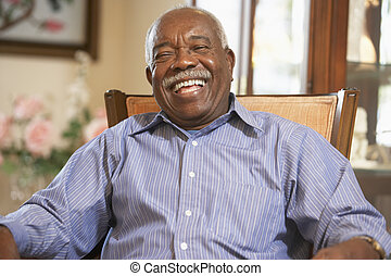 uomo senior, rilassante, in, poltrona