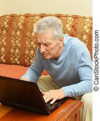 uomo, vecchio, laptop