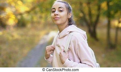 upadek, słoneczny, pieszy, dzień, jesień, kobieta, jasny, las, wycieczkowicz, młody
