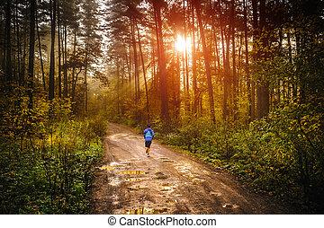 uprawiający jogging, rano