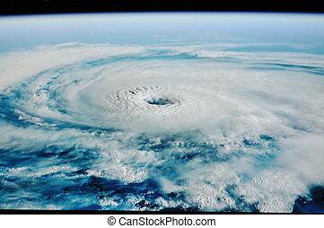 tornado - uragan tornado shoot from space