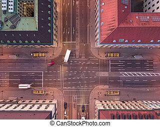 urbain, rue ville, aérien, voitures, entre, croisement, route, sommet, coude, houses., abattu, vue