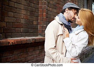 Urban couple - Portrait of amorous couple in stylish clothes...