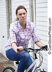 urbano, adolescente, infeliz, bicicleta, retrato, montando, menina, armando