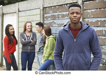 urbano, adolescentes, ambiente, pandilla, ahorcadura fuera