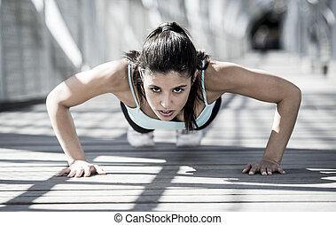 urbano, entrenamiento, mujer, atlético, entrenamiento, arriba, corriente, empujón, deporte, antes