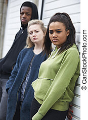 urbano, grupo, adolescentes, meio ambiente, pendurando