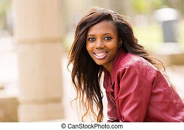 urbano, mujer, joven, africano, ciudad