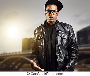 urbano, norteamericano, posar, hombre africano, fresco