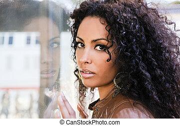 urbano, peinado, joven, fondo negro, mujer, afro