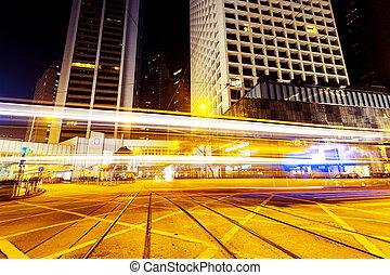 urbano, tráfico de la ciudad, senderos, por la noche