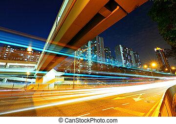 urbano, tráfico, por la noche