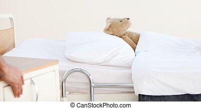 urso teddy, sozinha, em, um, cama hospital