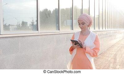 usage, femme, tablette, musulman