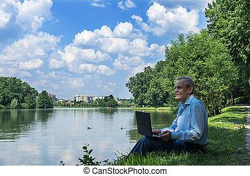 usages, ordinateur portable, homme, parc, étang