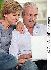 usando, anziano, computer, coppia