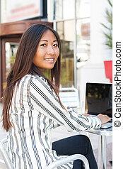 usando computador portátil, mulher, asiático