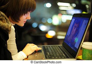 usando computador portátil, mulher, computador, jovem