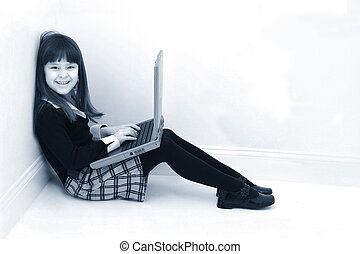 usando computer portatile, bambino