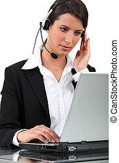 usando computer portatile, donna, computer