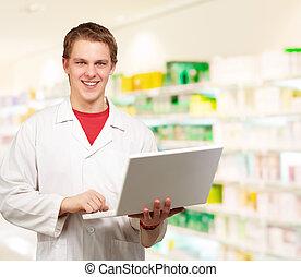 usando computer portatile, giovane dottore