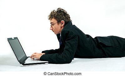 usando computer portatile