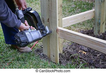 usando, construir, novo, prego, cerca, arma